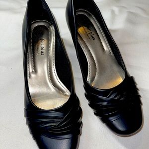 Comfort plus black classic heels